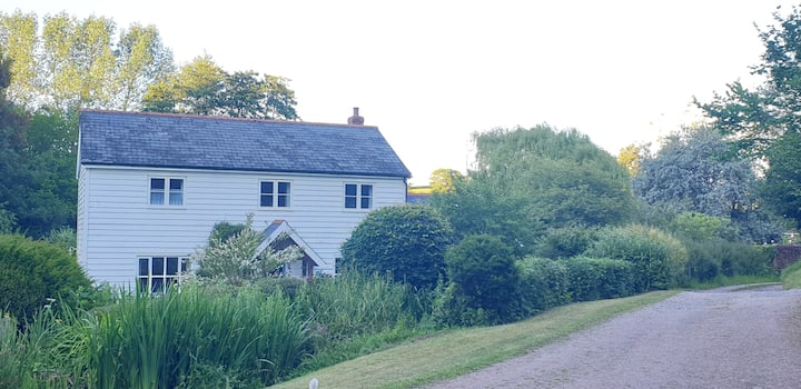 Self contained Annex in an idyllic rural location.