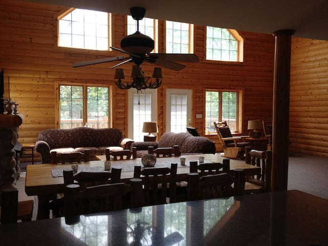 Large Cabin near Starved Rock - Oglesby - Cabin