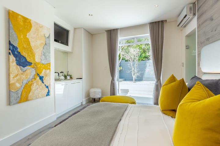 The Lion - Guest Suite in Constantia Winelands