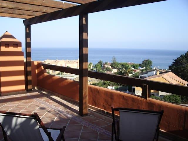 Atico vistas al mar - Estepona - Apto. en complejo residencial