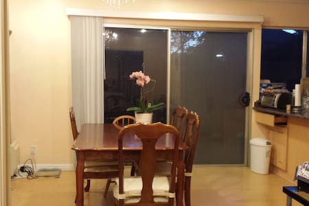 Private room w/1 Queen Bed & bath/kitchen - Foster City - Sorház