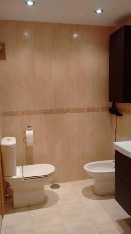 Gran suite con baño privado con servicio de cocina