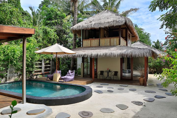 Stunning 1 bedroom villa - private pool & kitchen - Ampenan
