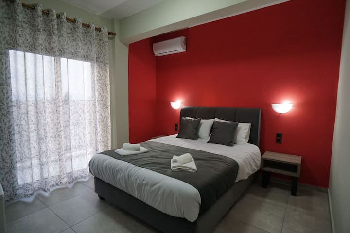 Στούντιο Μαγγανα Κόκκινο δωμάτιο