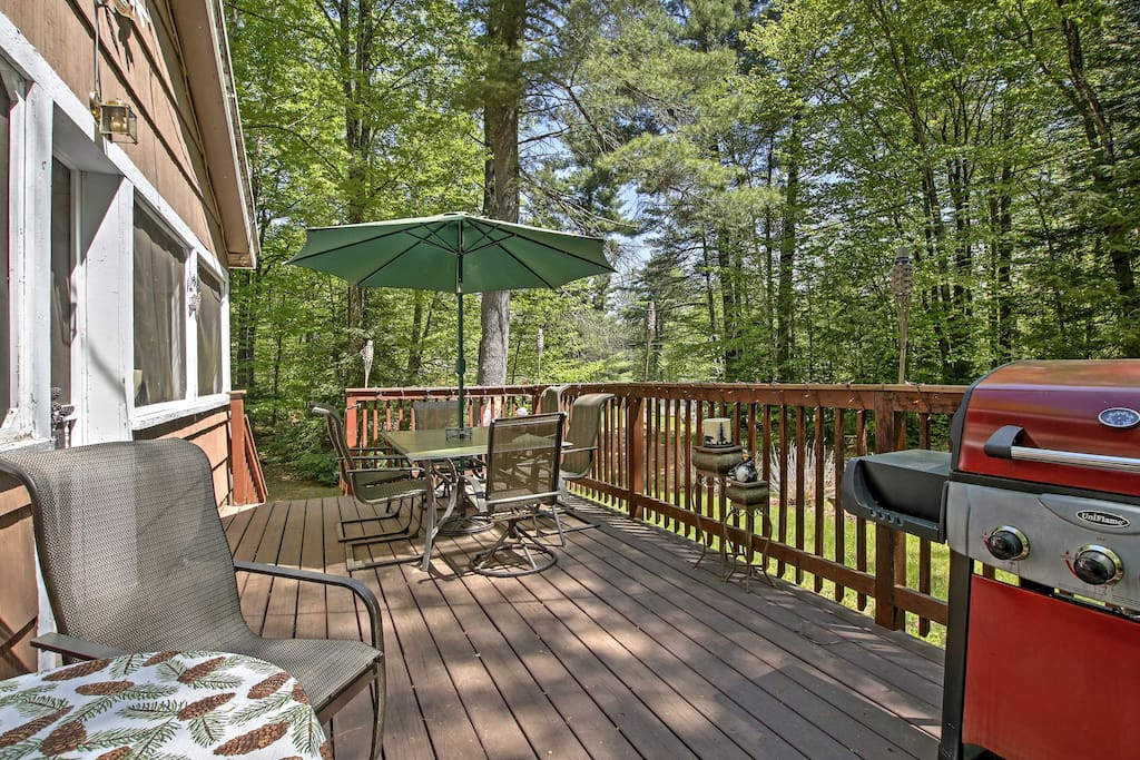 Share your favorite drinks and afternoon barbecues on the expansive deck.