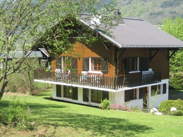 Chalet pour l'été proche du Lac - Morillon - Chalé