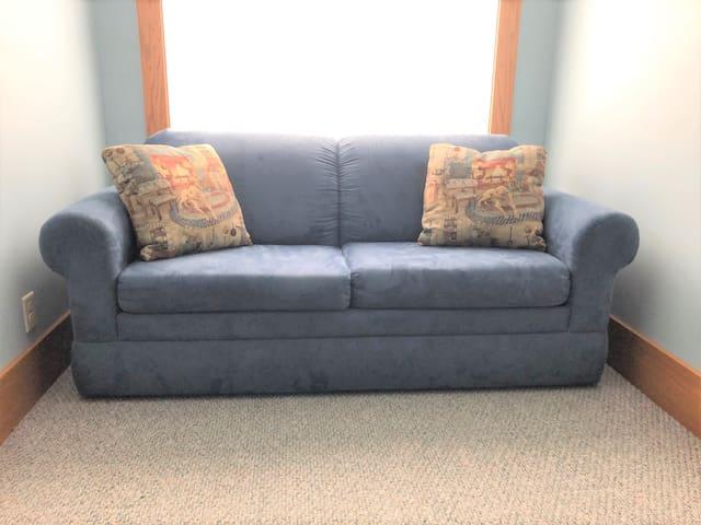 Bedroom 2 - Sofa bed, Full size