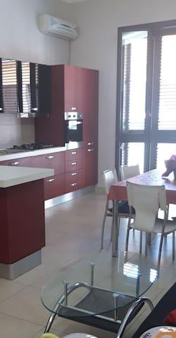 House Avola Central
