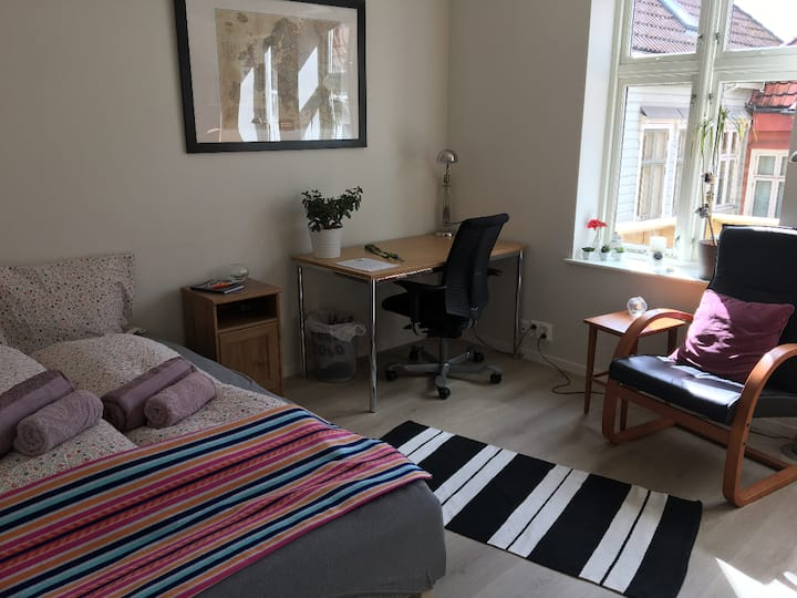 Light and spacious bedroom in the heart of Bergen