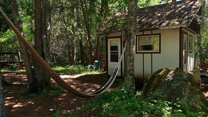 Tiny house a seulement quelques pas du lac