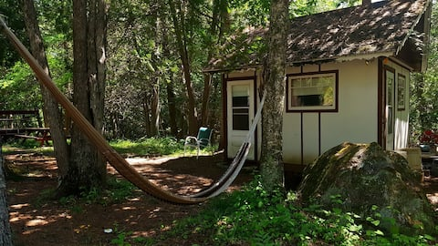 Tiny house just steps from the lake