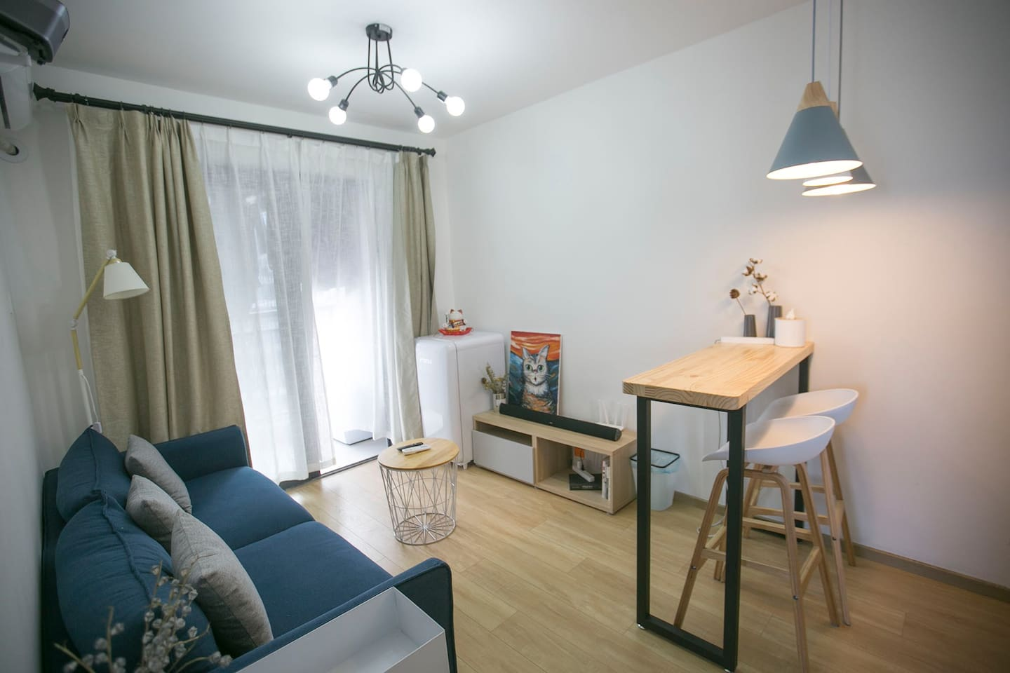 Apartment with a large projector and open kitchen. - Apartments for ...