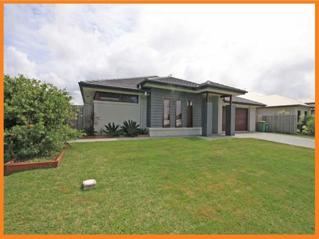 Perfect for Golden Beach - Pelican Waters - Huis
