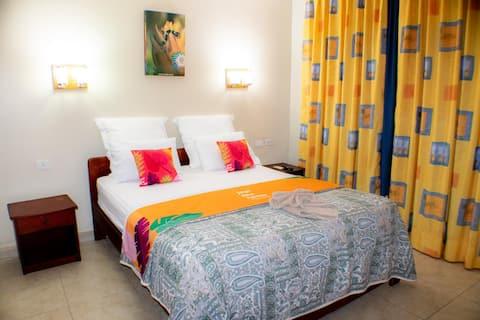 Eenpersoonskamer + Ontbijt (Hotel Rio Napo)