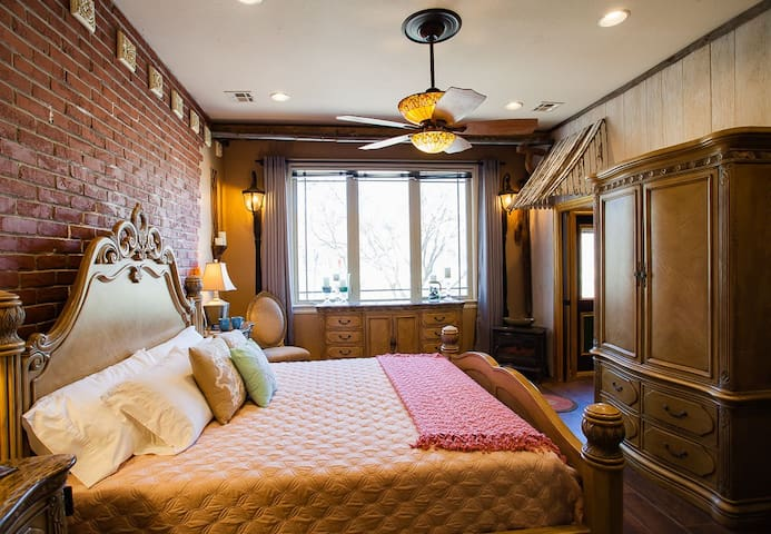 New Orleans King Suite at B&B 4x Superhost!