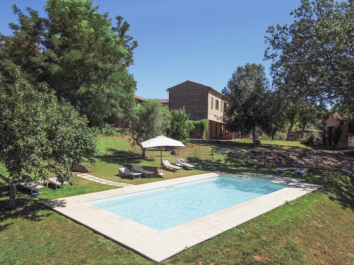 Villa Murlo, with private pool in tuscan lands