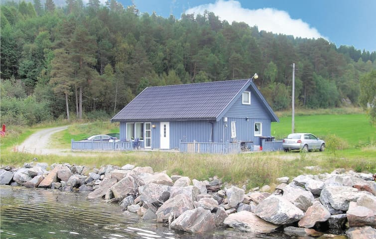 Holiday cottage with 2 bedrooms on 100m² in Torjulvågen