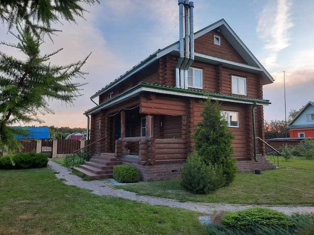 Деревянный дом с отдельной баней на р. Волга