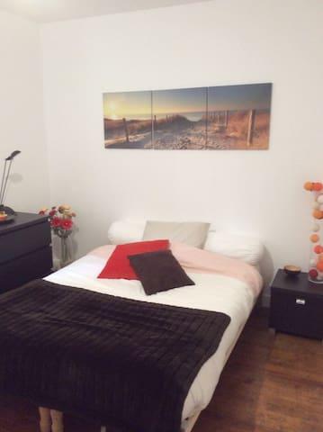 Chambre privée dans maison, Lit 140 x190