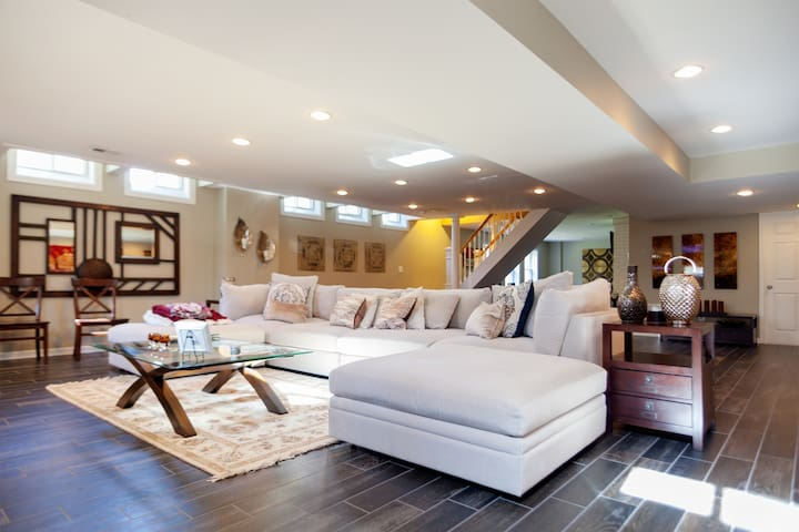 Spacious Family/Business Luxury Home | Perfect for Vacations/Gatherings