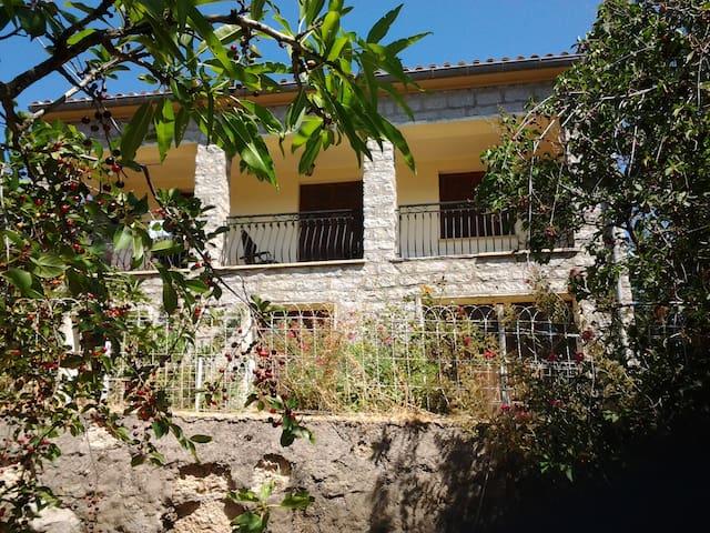 Location saisonnière de villa à la semaine - Évisa - House