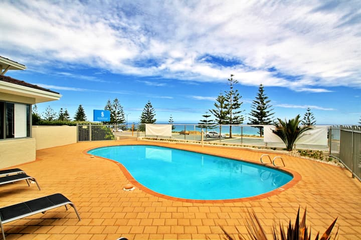 Scarborough Beach Front Resort - Shell Four