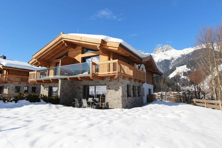 Luxurious Holiday Home in Mühlbach am Hochkönig with Terrace