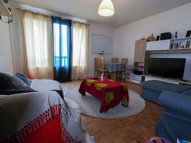 Appartement Deux Chambres _ à 15mn du Centre Ville