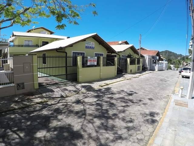 Casa 2 dormitórios ( 2) na  Praia Bombinhas