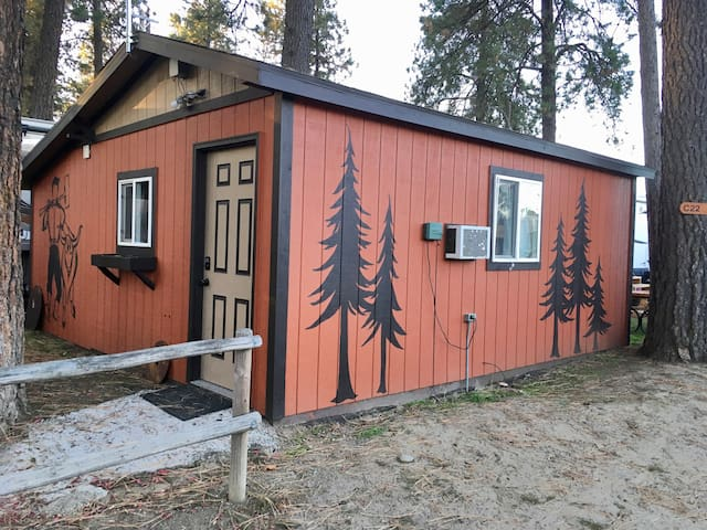 Lumberjack Cabin - double bed, 3 bunk beds, fridge