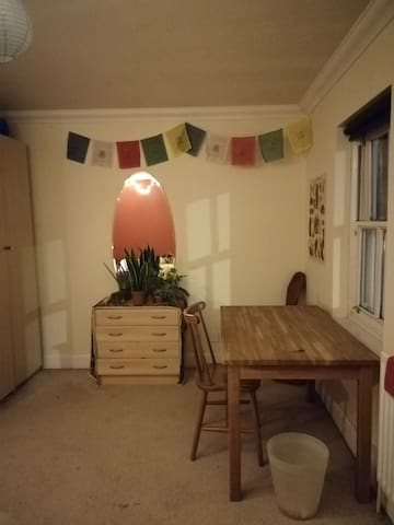 Sunny South-Facing Room in Friendly Share-House