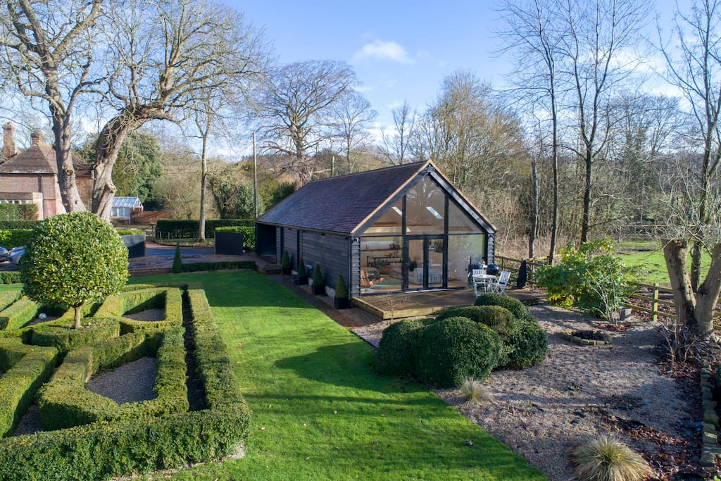 Contemporary Kentish Barn Guest Suites For Rent In Kent