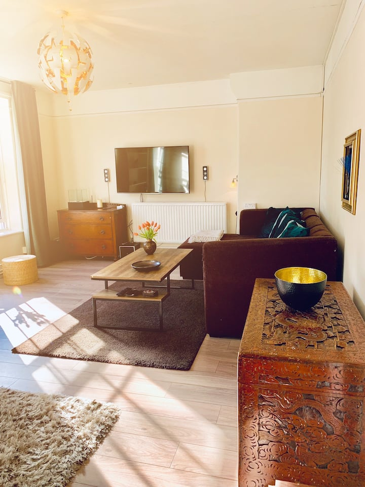 Spacious&Nice 2room Entire Flat 70m2/own Entrence