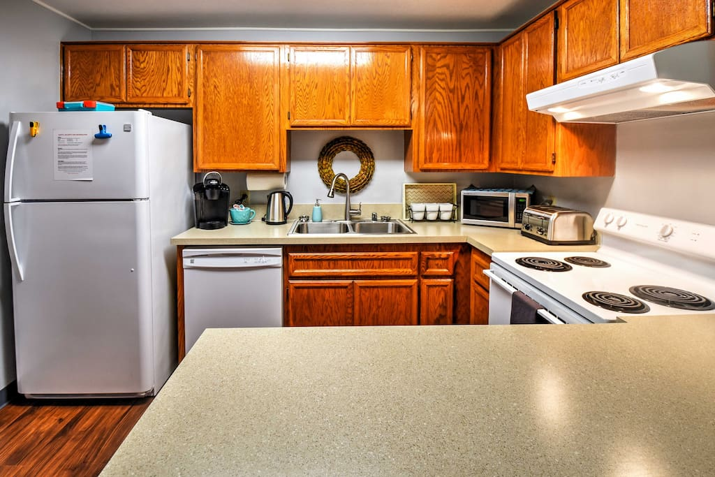 The fully equipped kitchen allows you to prepare all your favorite recipes.