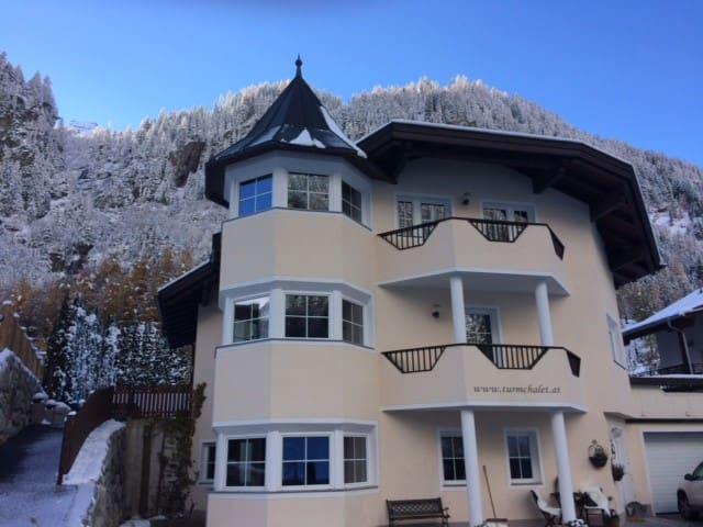Turmchalet inmitten Tiroler Bergen - Zaunhof - House