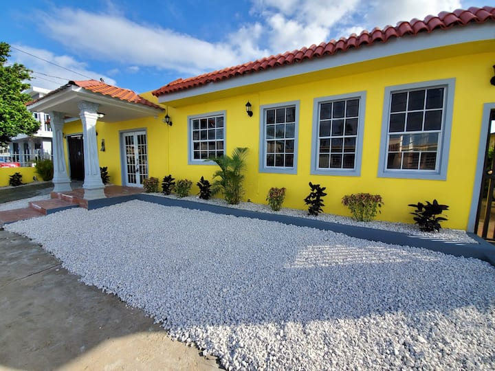 LARGE 8BR Sleeps 38 People with over 3000 SQ FT