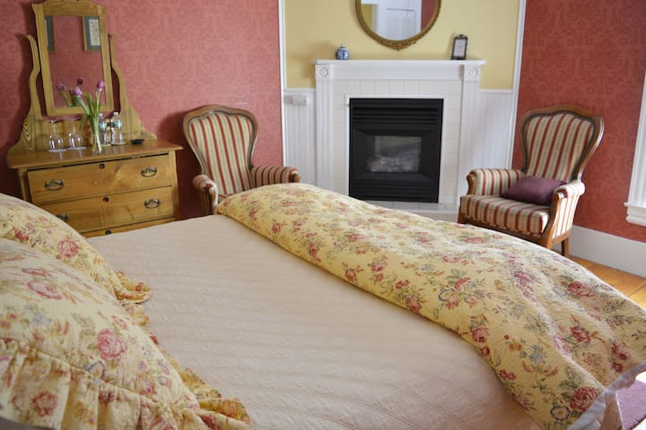 Season Room: Victorian By The Sea B&B (pr.bath)