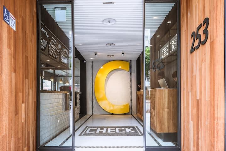 CHECK Inn - 美式 Loft風格 - 經典大床房