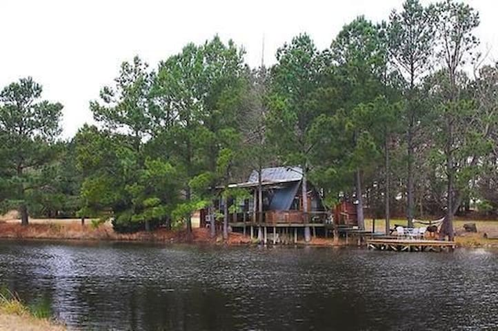 The Bluegill cabin at Bluegill Lake Cabins