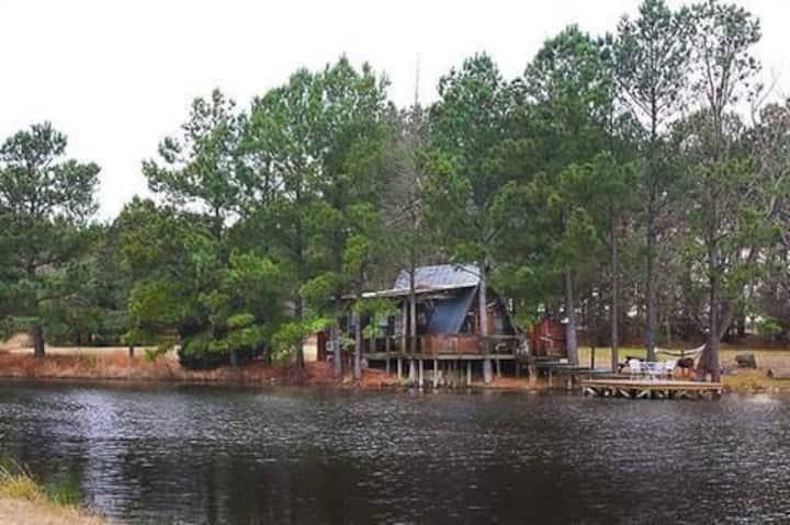 The Bluegill cabin at Bluegill Lake Cabins