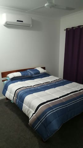 Limerick Way Bedroom 2, Mount Low, Townsville - Mount Low - Dom