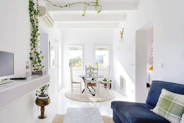 Mediterranean-Chic Apartment Steps from the Beach