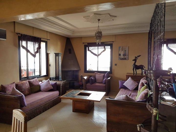 Chambre À Louer Dans Un Appartement familial (2e)