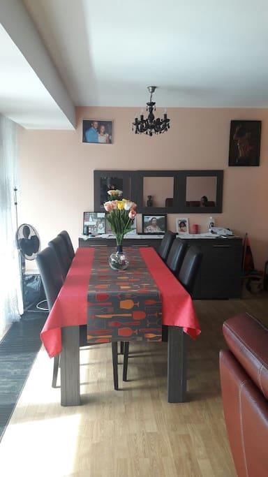 Salle à manger/ Dining room