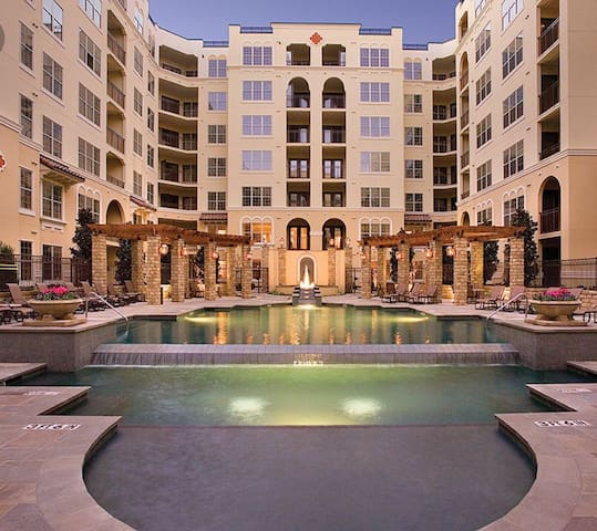Uptown Luxury in Prestigious Turtle Creek Area