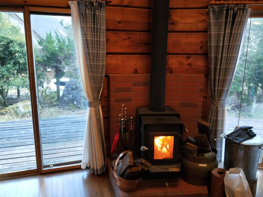 Please warm it in the fireplace in winter 冬場は暖炉で暖まってください