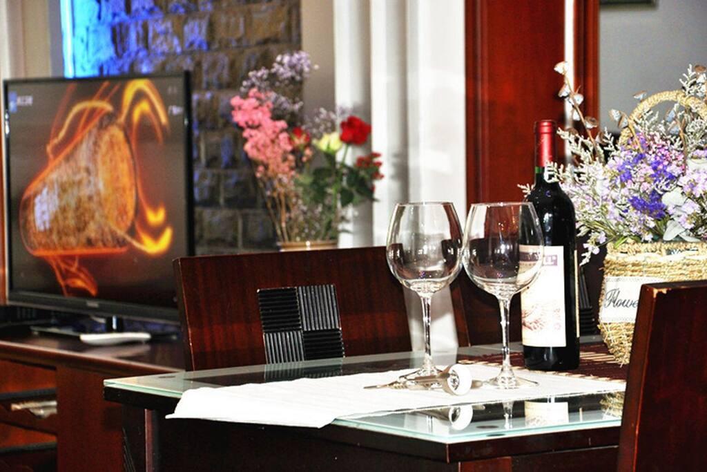 操餐桌和50寸大电视,歌华有线