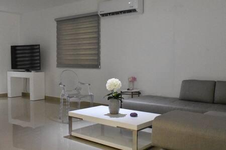 Cómoda habitación en nuevo residencial.