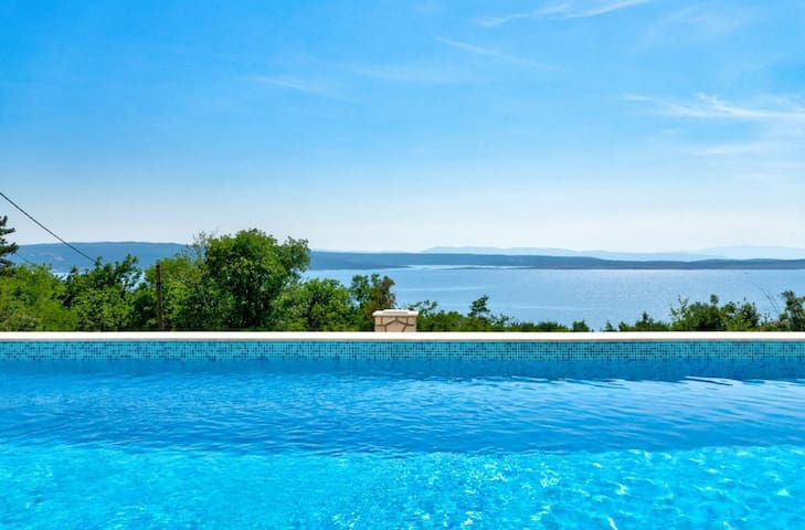 Room for 2 with beautiful view and pool usage (3)