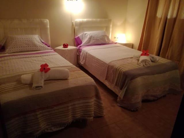 Dormitorio secundario  con dos camas individuales - Villa Evaristo